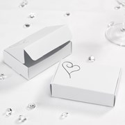 Picture of Contemporary Heart Cake Boxes in White/Silver